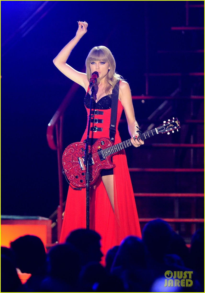taylor swift cmt music awards performance 2013 video 16