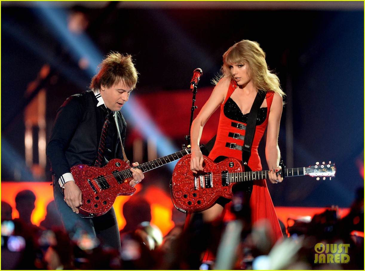 taylor swift cmt music awards performance 2013 video 25