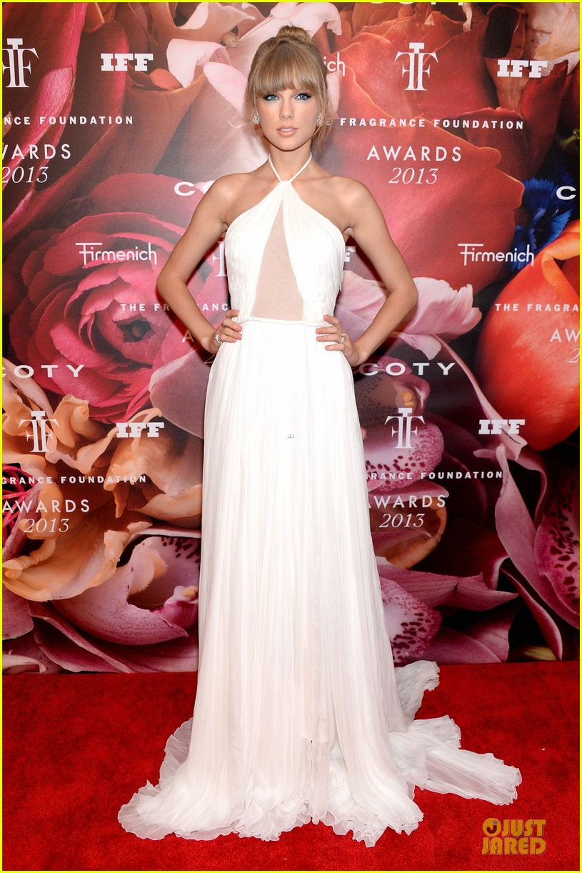 taylor swift fragrance foundation awards red carpet 012889991
