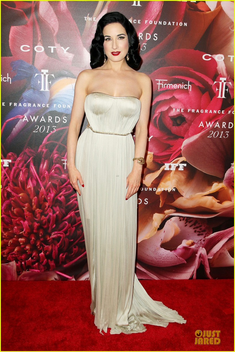dita von teese jessica szohr fragrance foundation awards 2013 red carpet 01