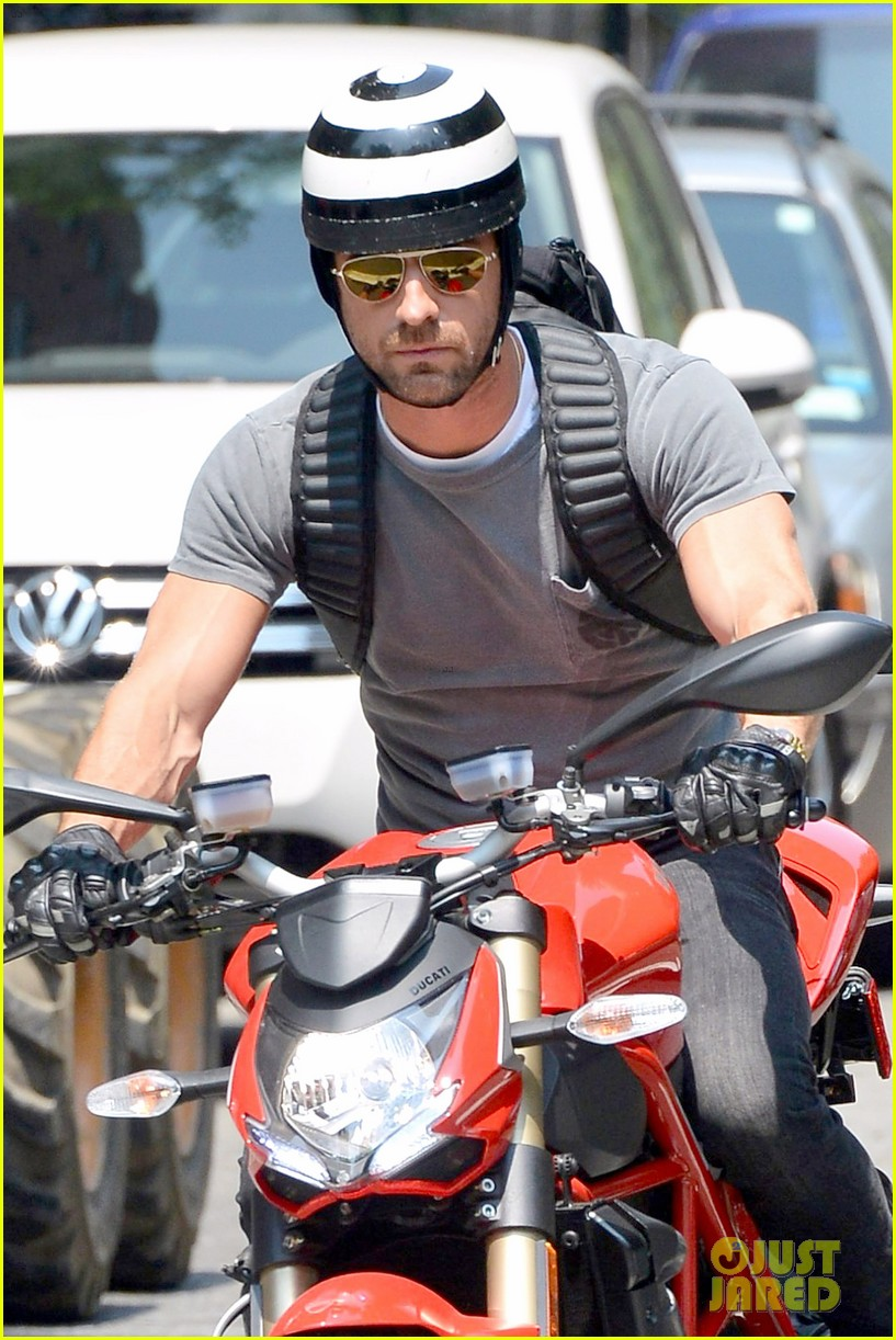 justin theroux ducati dude in new york 12