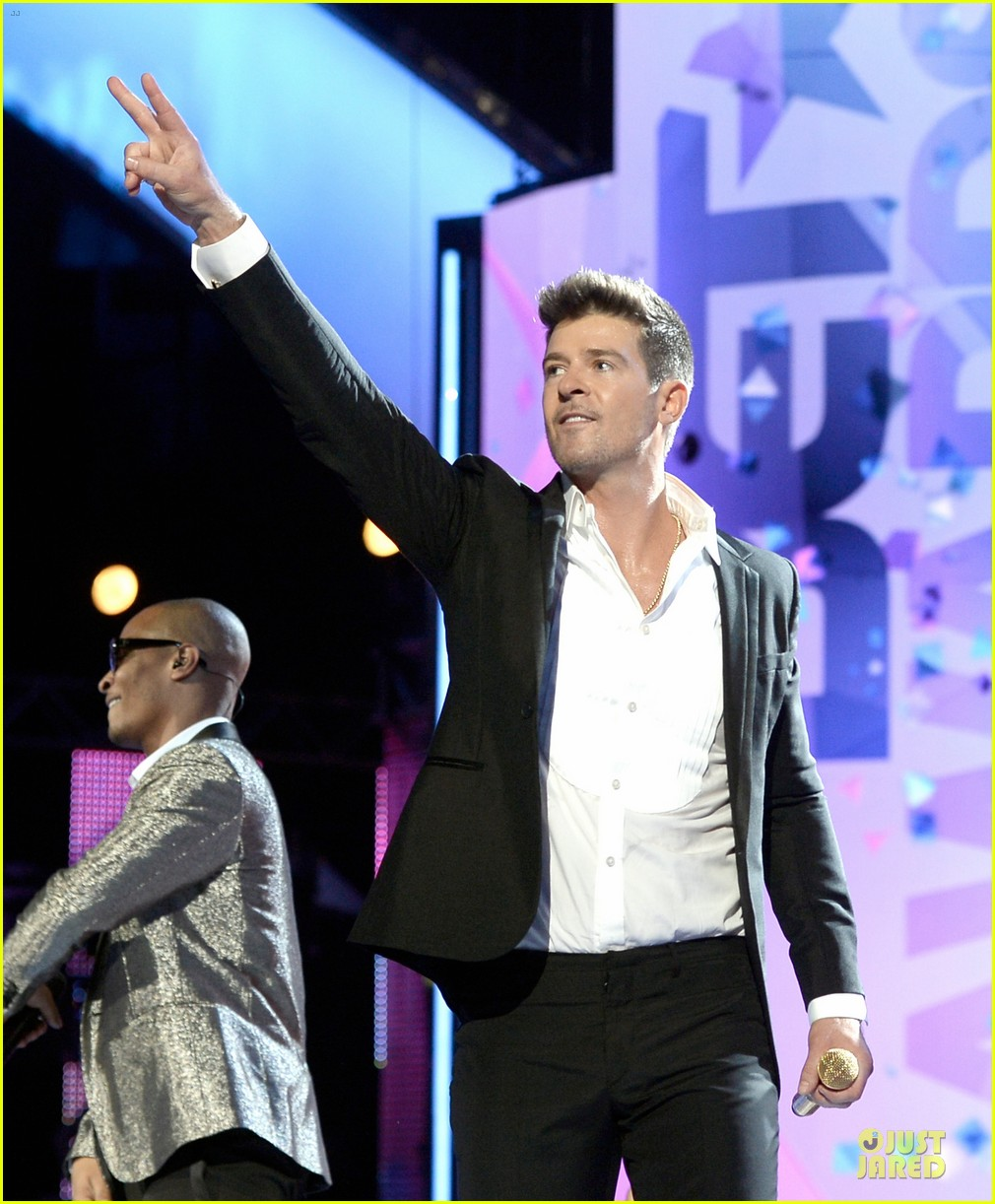robin thicke bet awards 2013 performance video 032901483