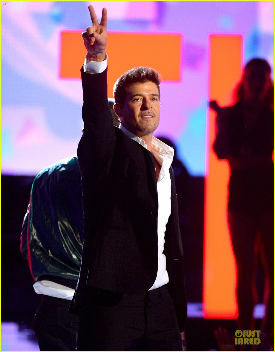 robin thicke bet awards 2013 performance video 08
