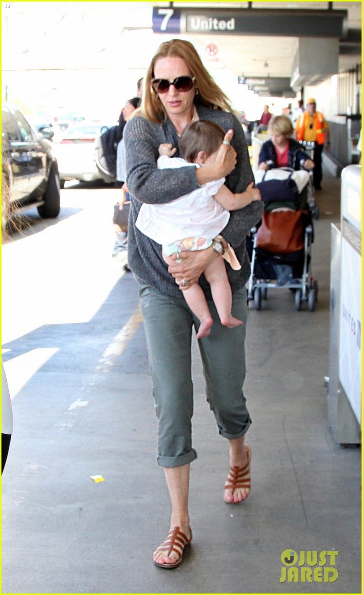 uma thurman lax depature with luna maya 06