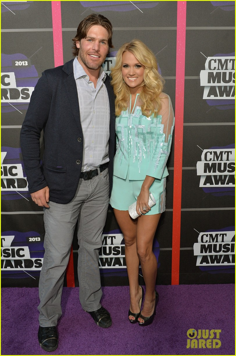 carrie underwood cmt music awards 2013 with mike fisher 052885122