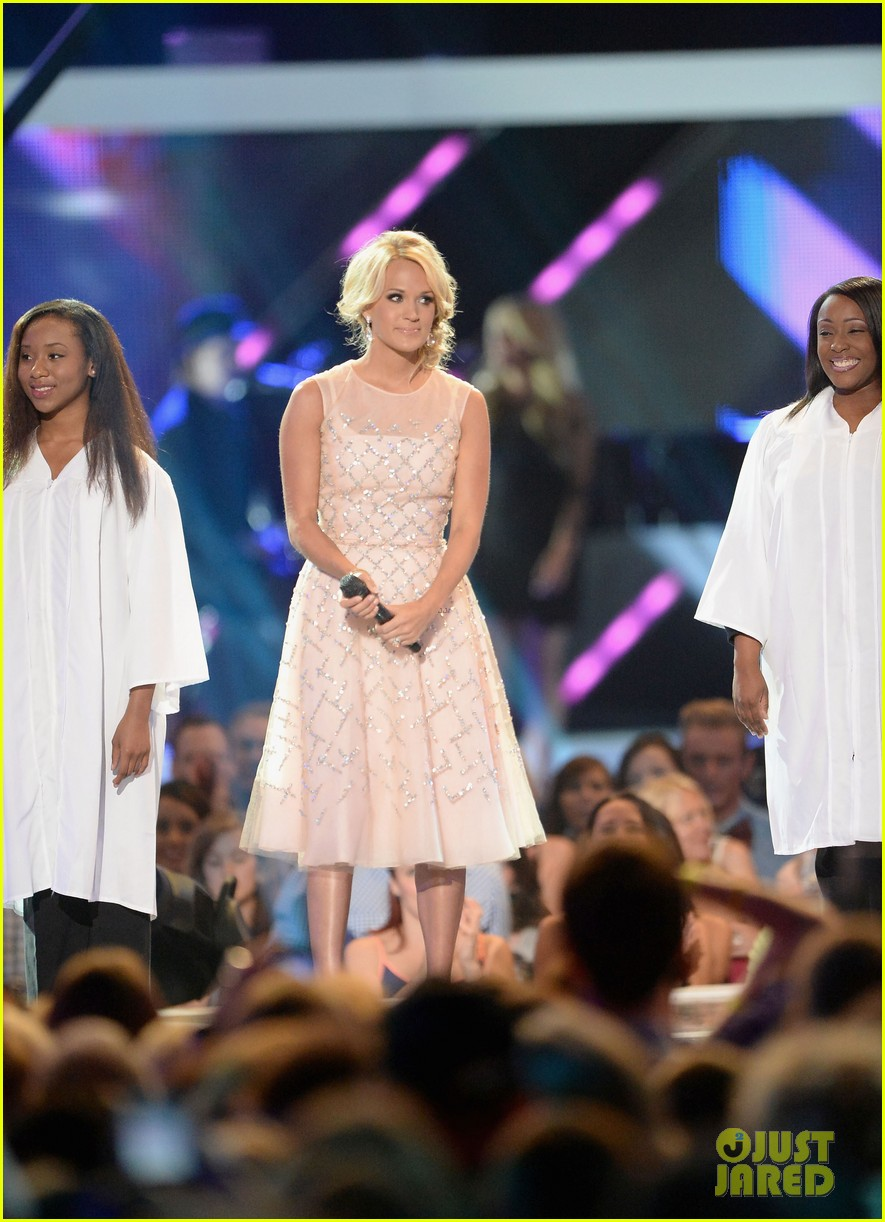 carrie underwood cmt music awards performance 2013 242885367