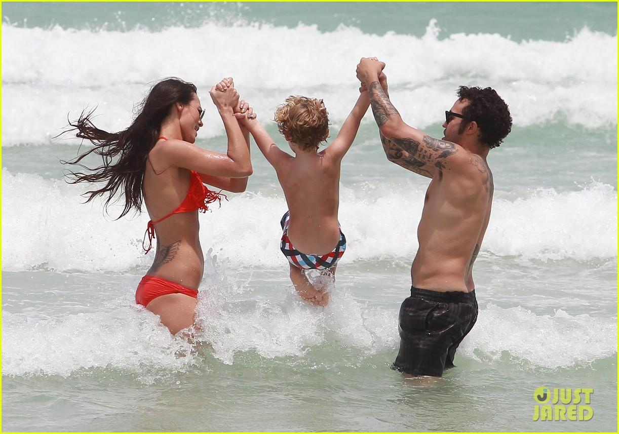pete wentz shirtless beach day with bronx meagan camper 22