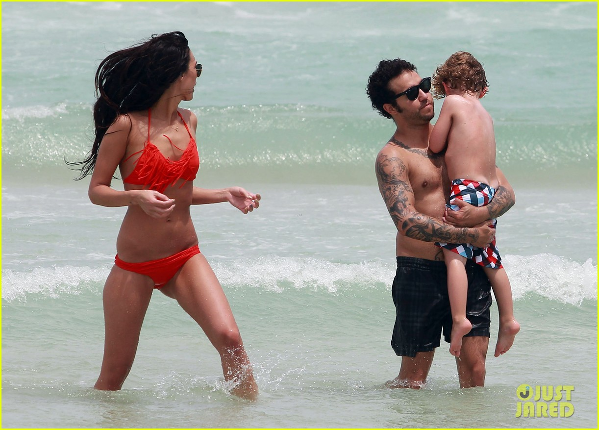 pete wentz shirtless beach day with bronx meagan camper 312886459