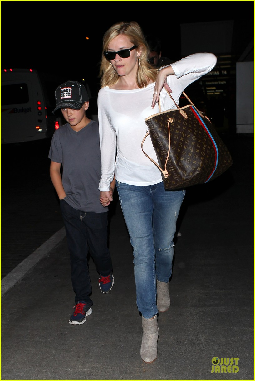 reese witherspoon deacon lax landing after fathers day  212893500