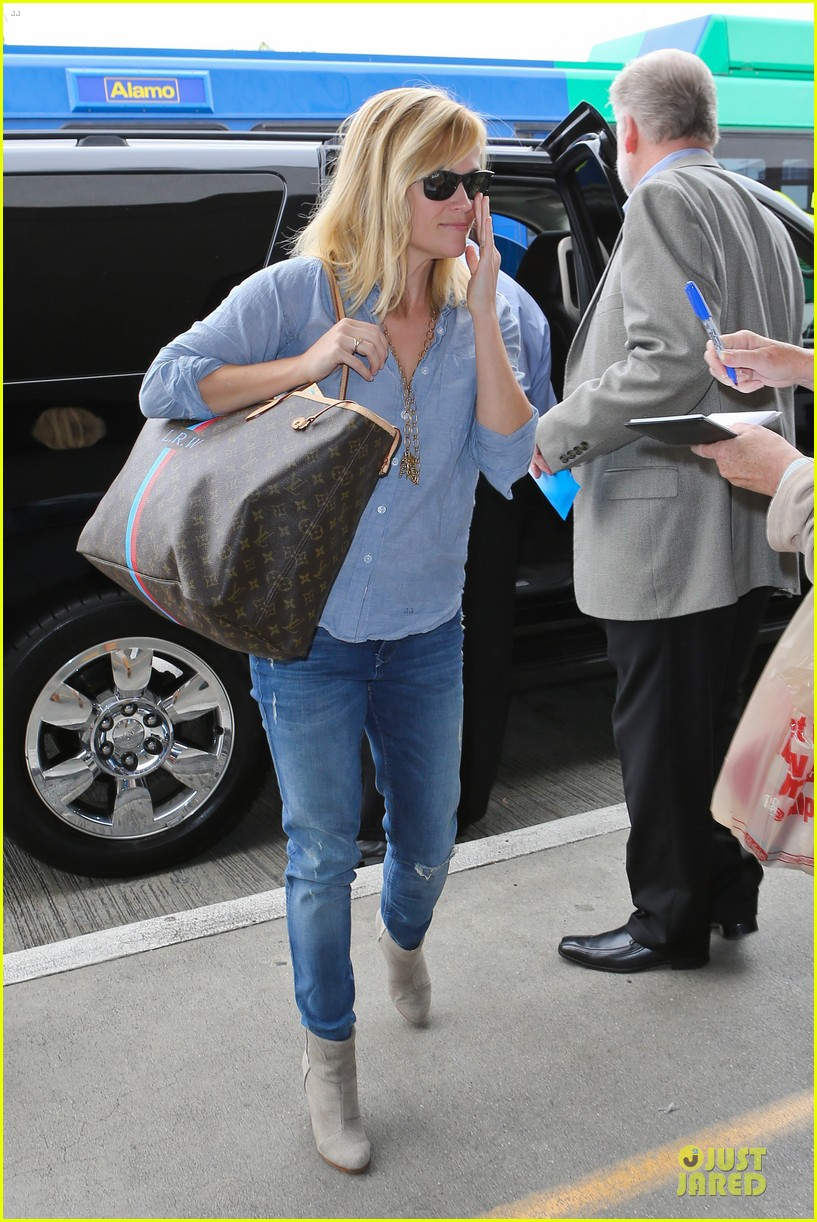 reese witherspoon lax departure for fathers day weekend 082891844