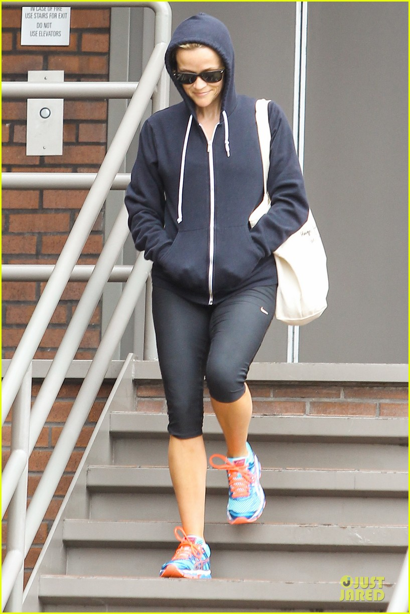 reese witherspoon retail therapy after morning workout 122889905