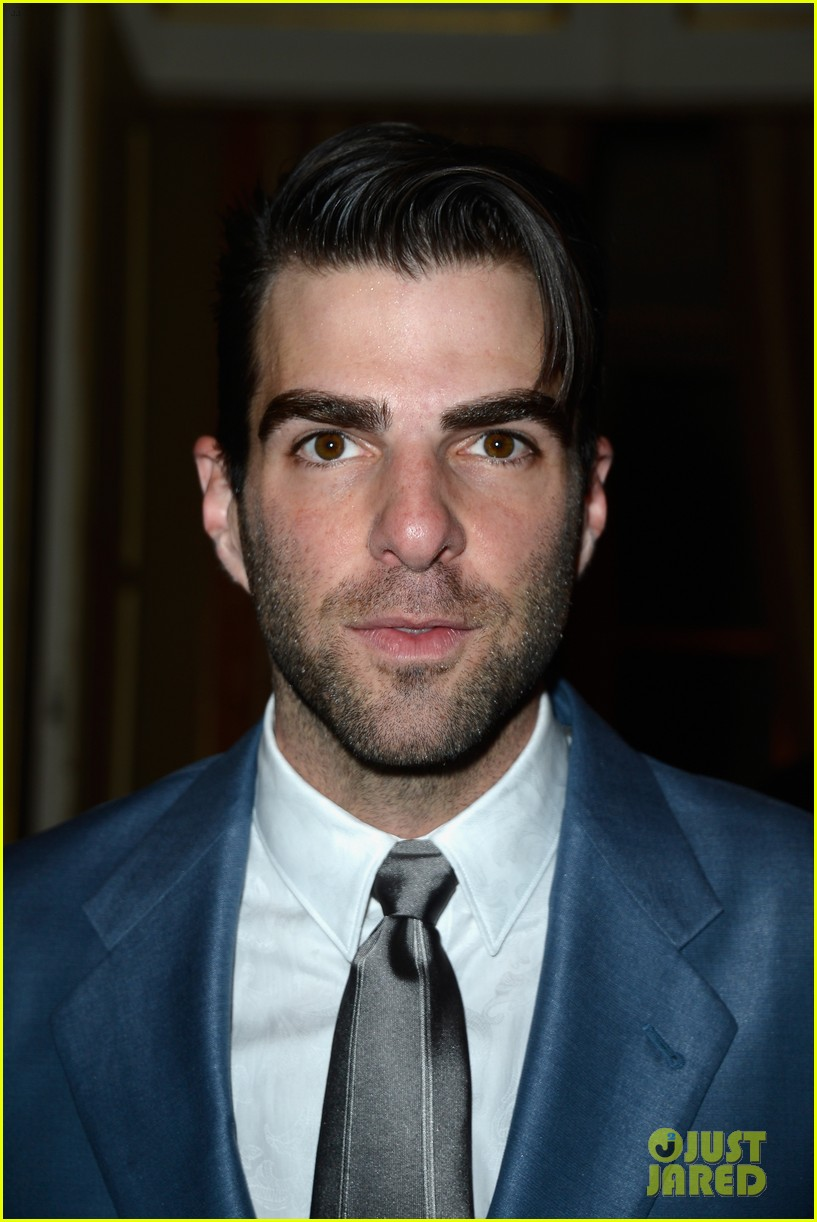 zachary quinto uma thurman front row at versace show 042901326