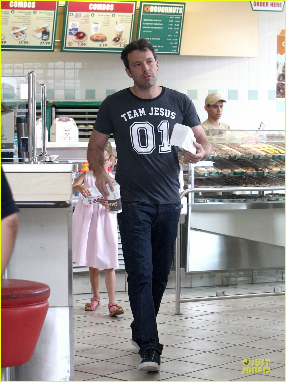 ben affleck violet work as one to clean car windshields 202915653