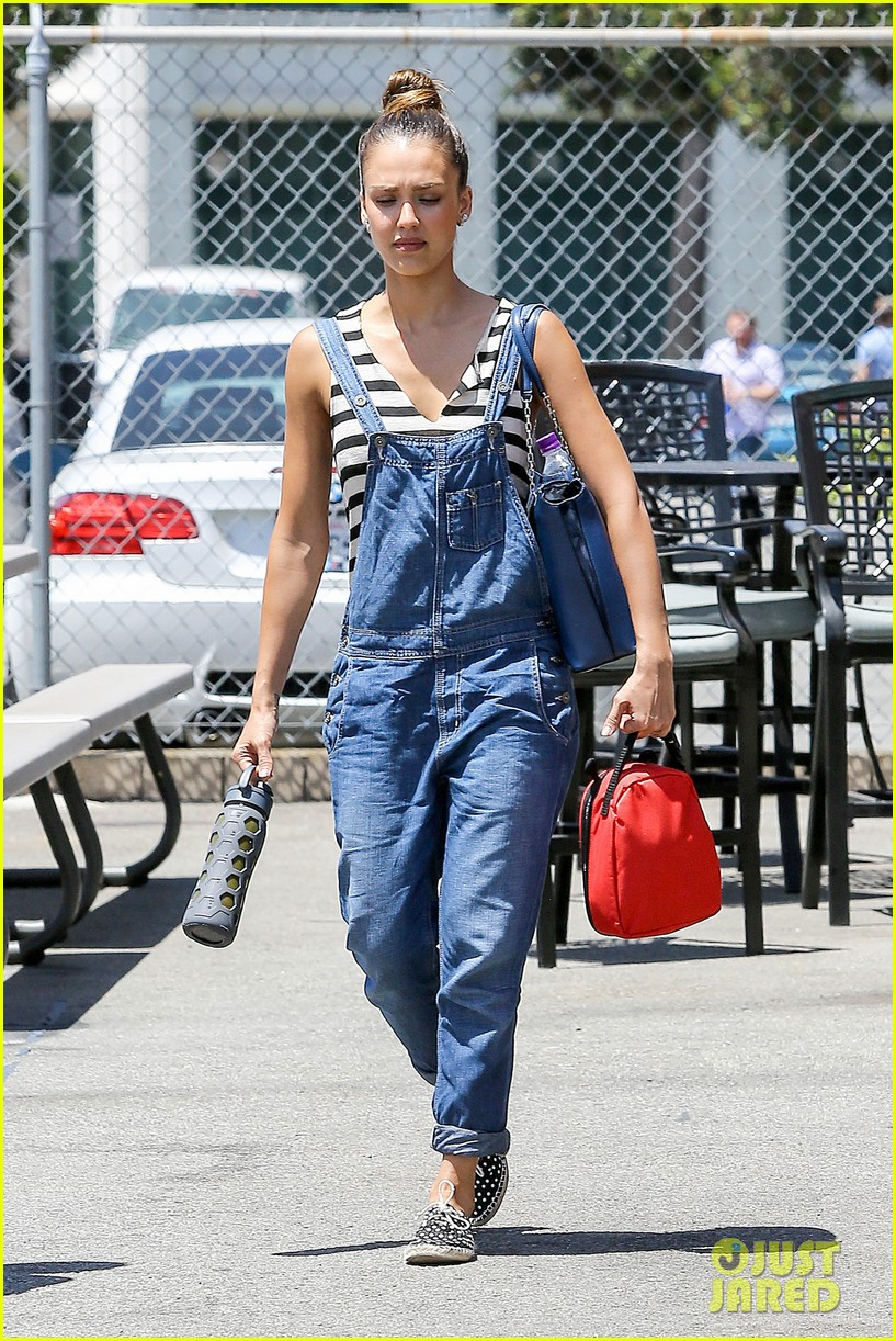 jessica alba shows off her post workout no makeup look 11