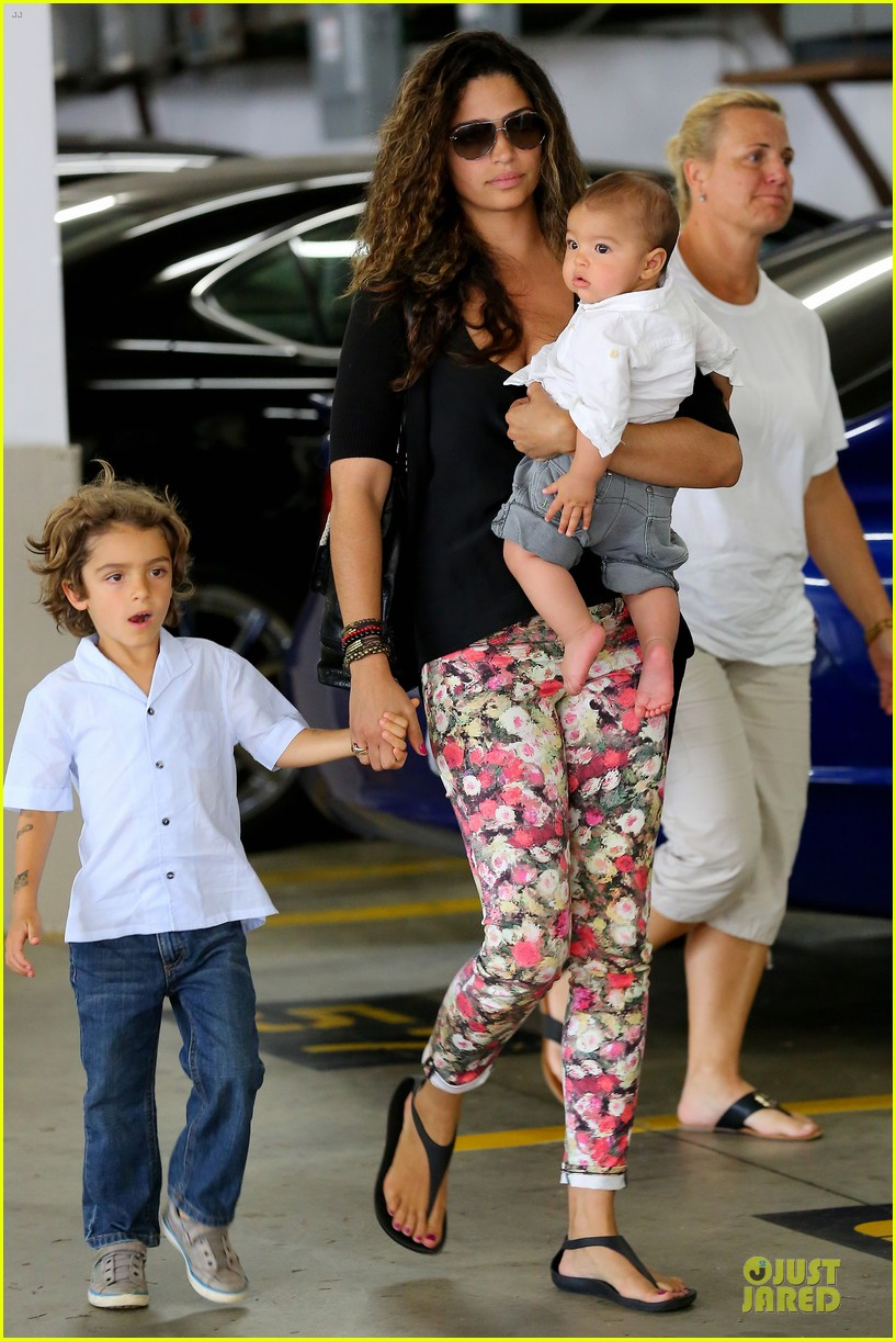 camila alves aquarium shopping after doctor's office with boys 012914872