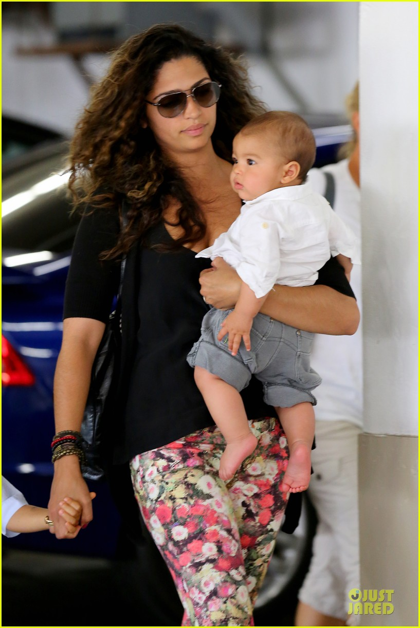 camila alves aquarium shopping after doctor's office with boys 022914873