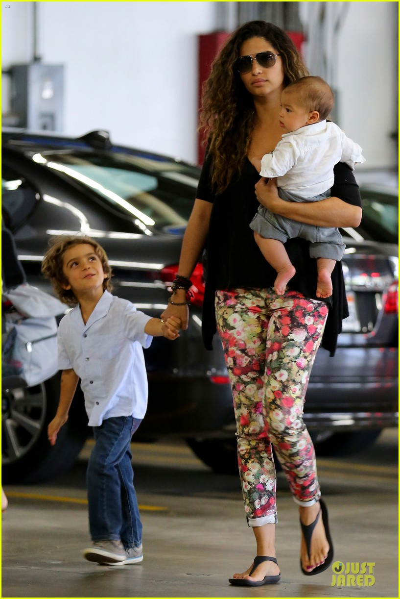 camila alves aquarium shopping after doctor's office with boys 102914881