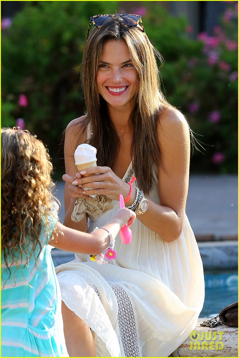 David charvet hairstyles for 2017 celebrity hairstyles by - Alessandra Ambrosio Ice Cream Treat For Anja Friends