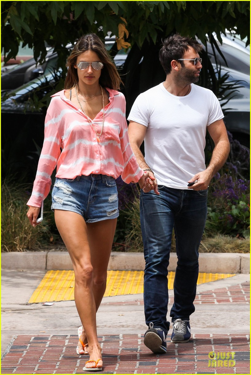 alessandra ambrosio jamie mazur hold hands after july 4 172905180