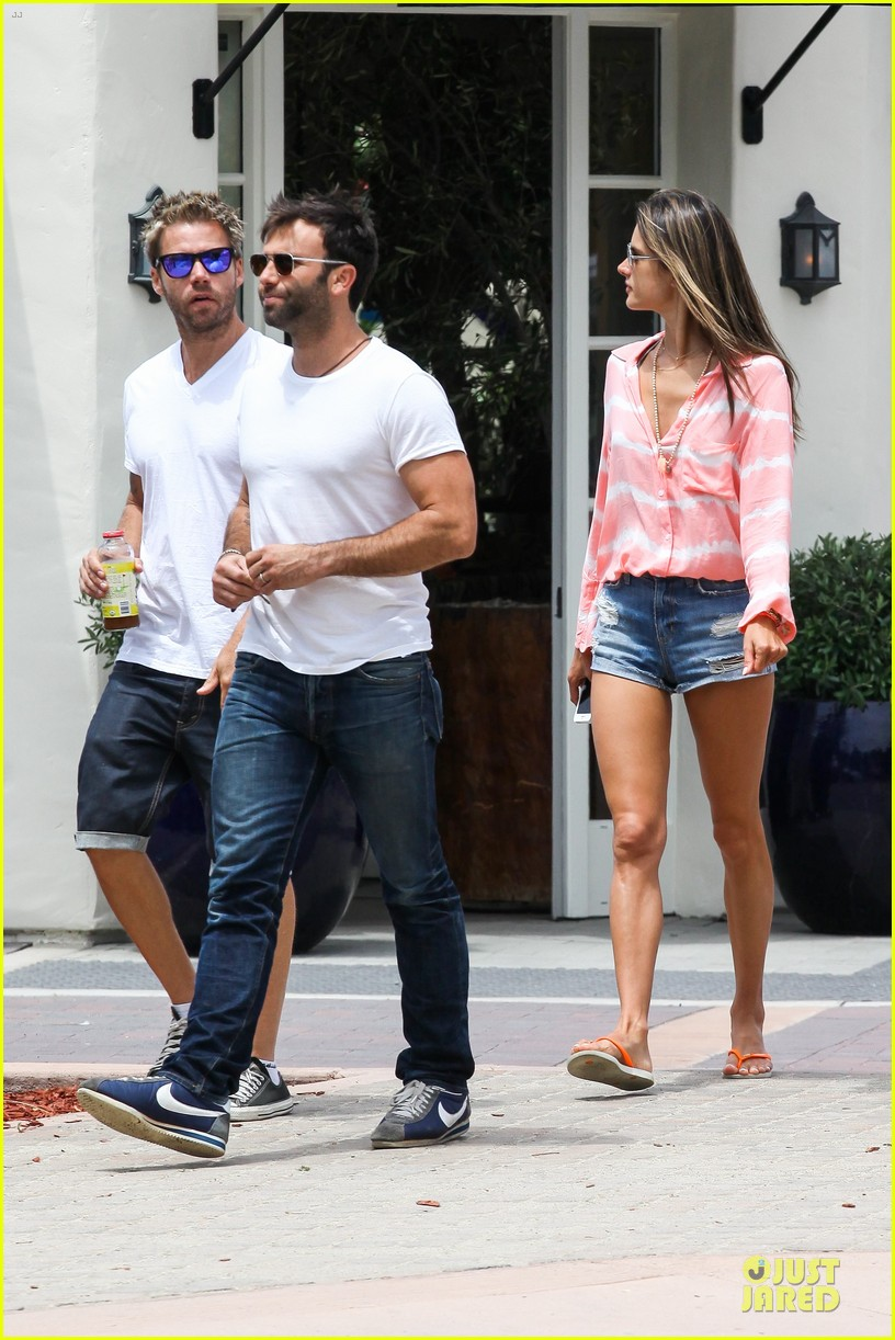 alessandra ambrosio jamie mazur hold hands after july 4 19