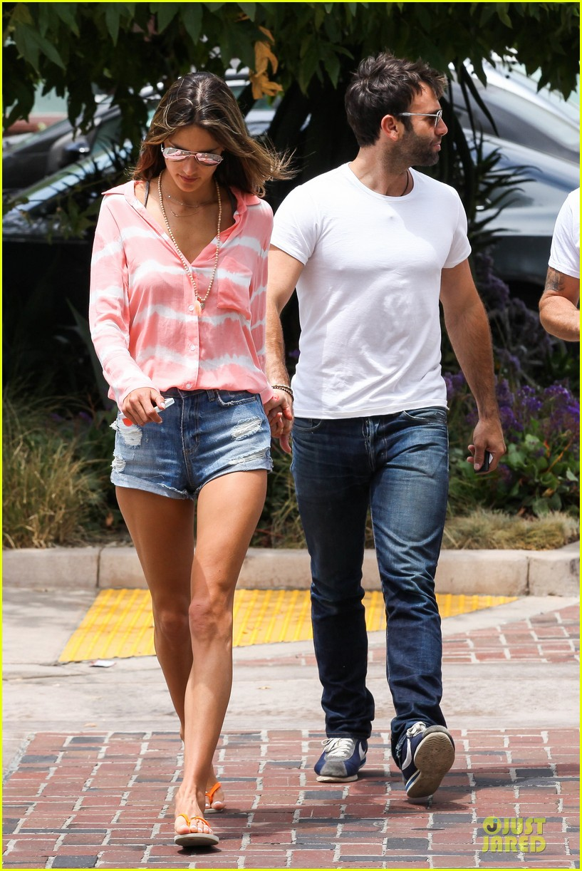 alessandra ambrosio jamie mazur hold hands after july 4 202905183