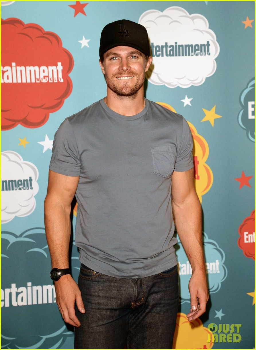 stephen amell katie cassidy arrow at ew comic con party 102913973