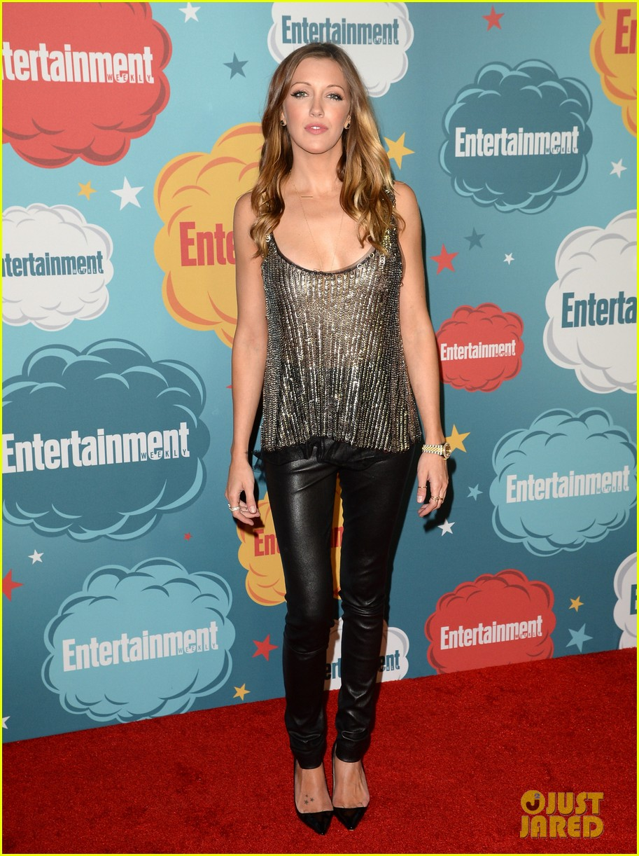 stephen amell katie cassidy arrow at ew comic con party 18