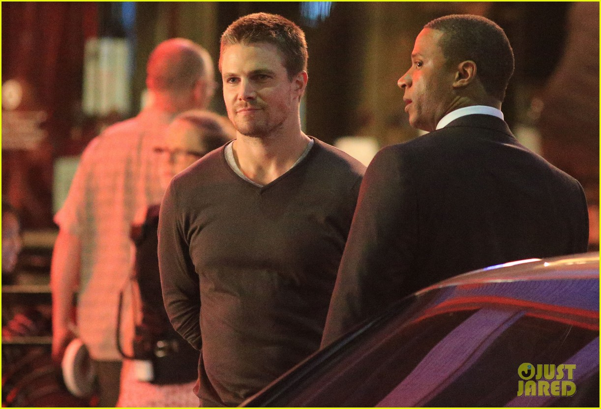 stephen amell yoga poses have no regard for testicles 032912054