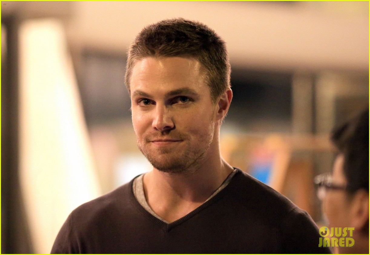stephen amell yoga poses have no regard for testicles 082912059