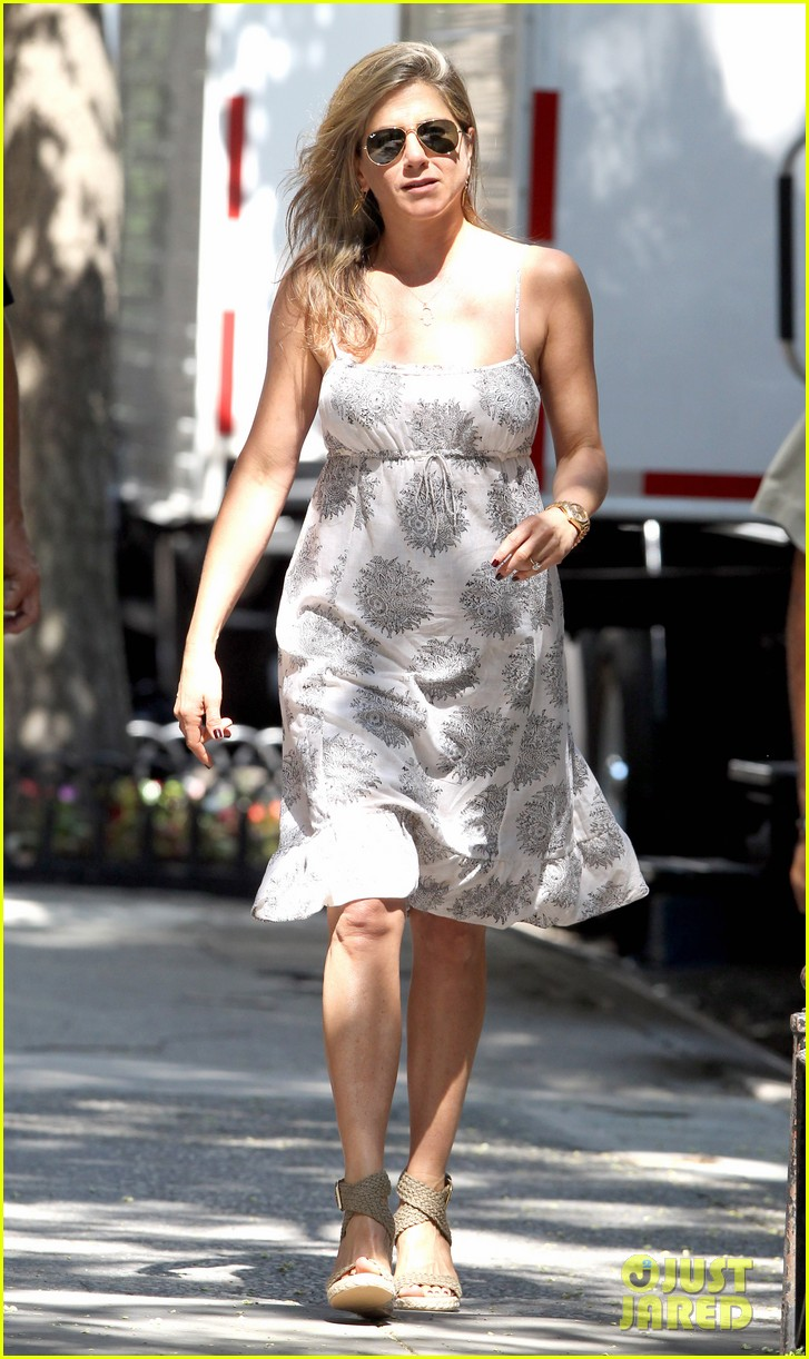 jennifer aniston continues squirrels to the nuts filming 03