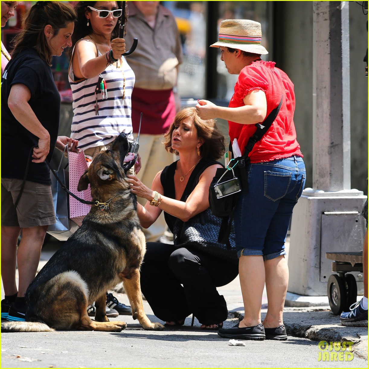 jennifer aniston walks dog gets justin theroux visit on set 072910954