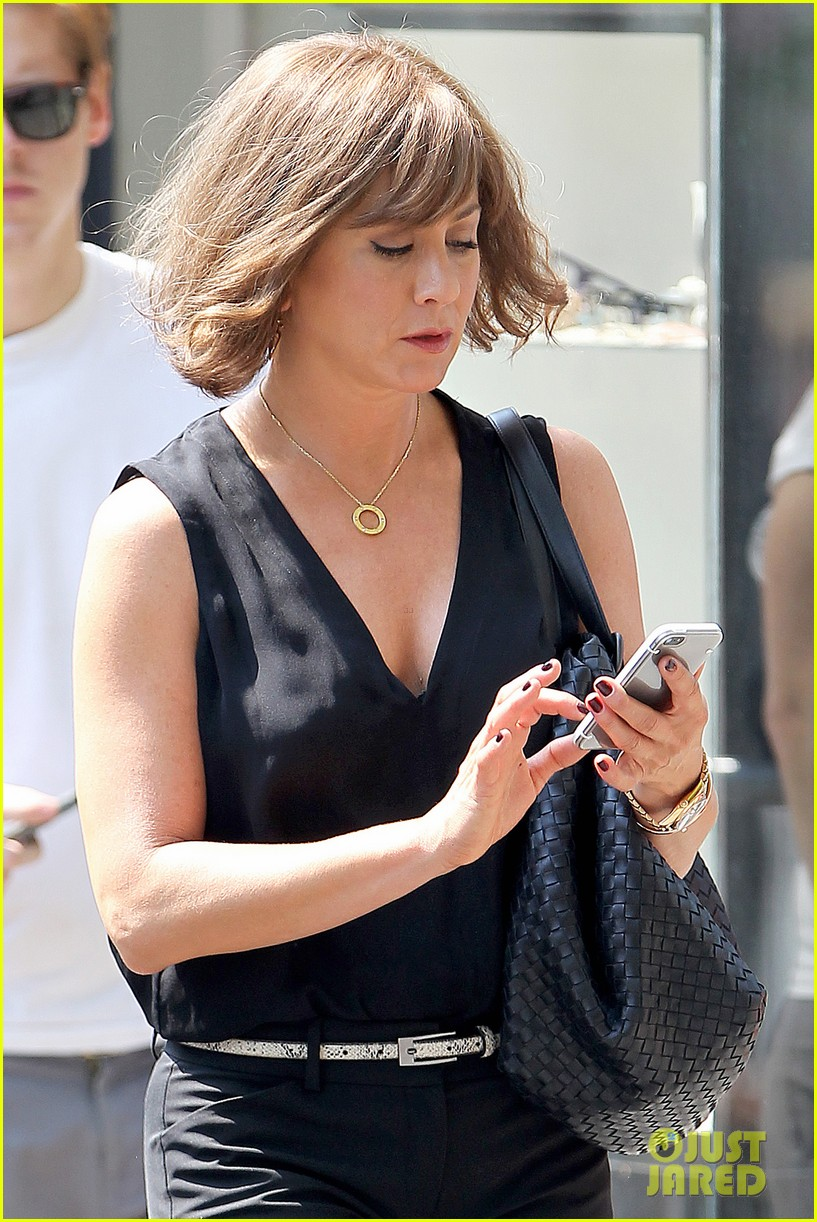 jennifer aniston walks dog gets justin theroux visit on set 252910972