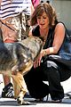 jennifer aniston walks dog gets justin theroux visit on set 09