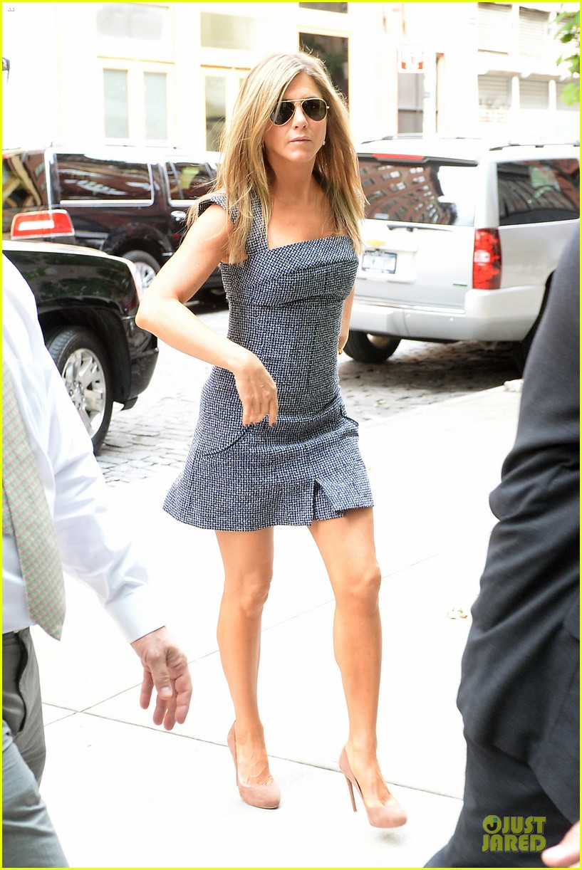 jennifer aniston reunited with will forte on squirrels to the nuts 012917953