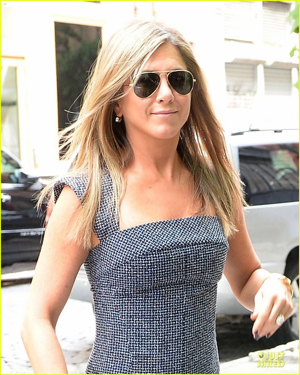 jennifer aniston reunited with will forte on squirrels to the nuts 032917955