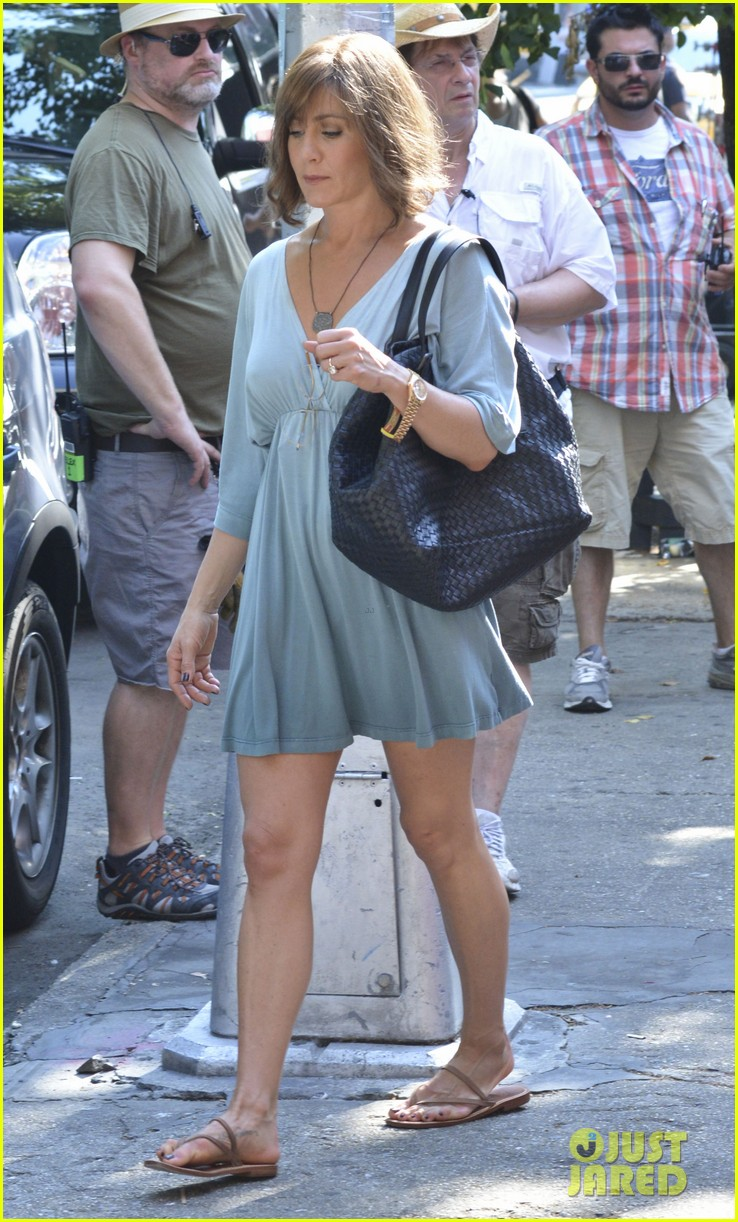 jennifer aniston short brown wig for squirrels to the nut 08