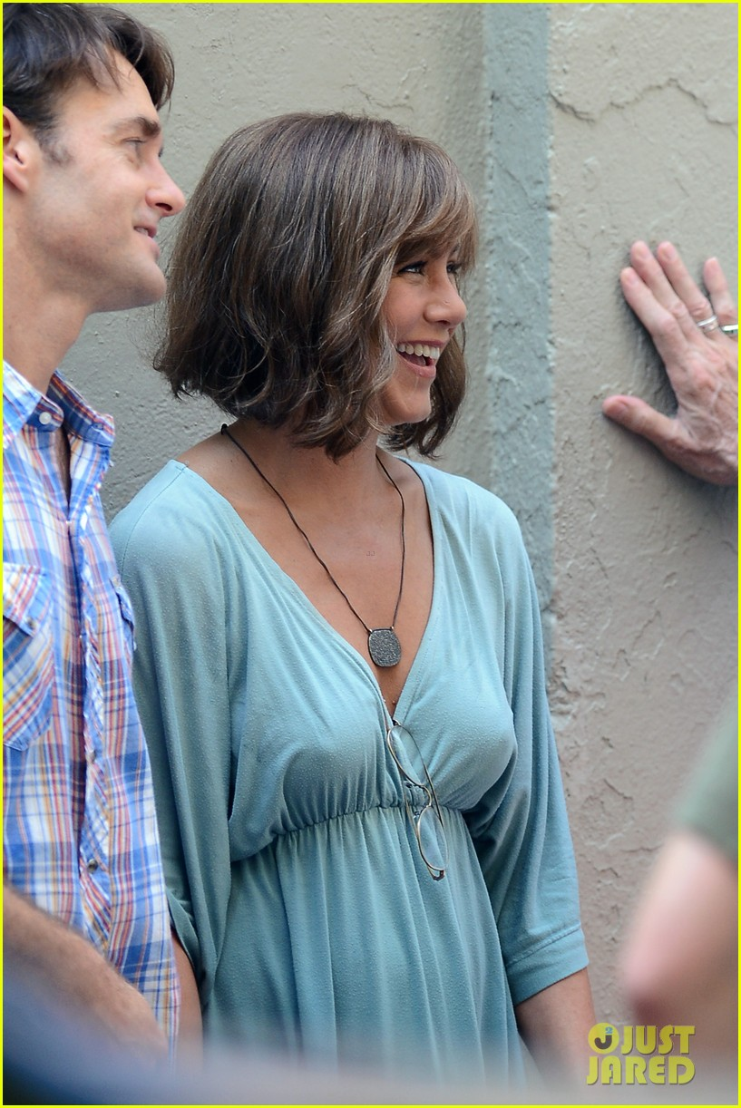 jennifer aniston short brown wig for squirrels to the nut 28