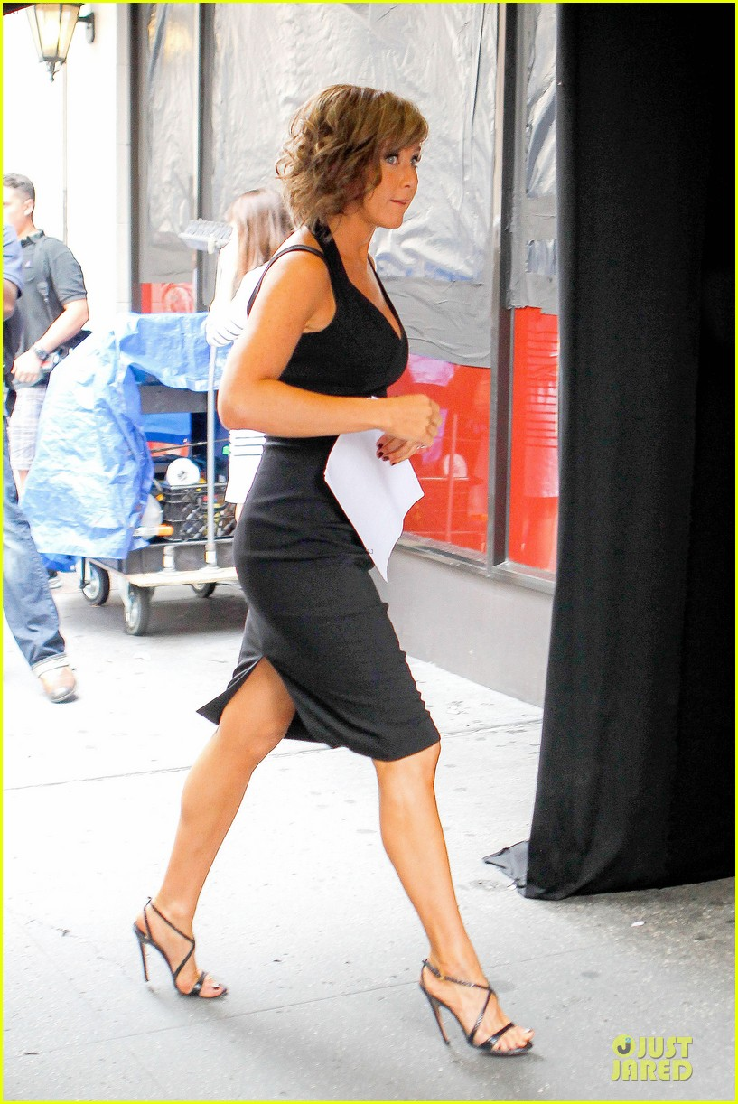 jennifer aniston squirrels to the nuts set with owen wilson 06
