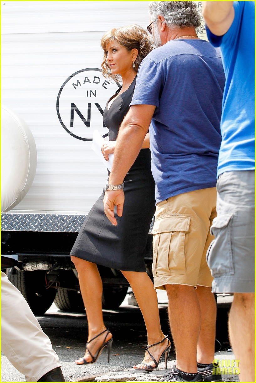 jennifer aniston squirrels to the nuts set with owen wilson 17