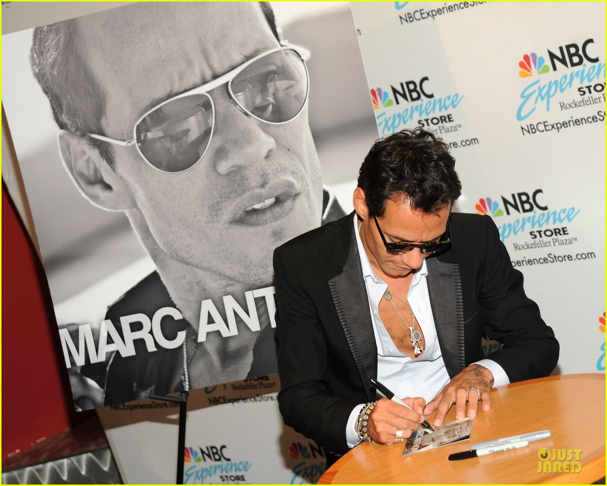 marc anthony chloe green marc anthony 3 album signing 14
