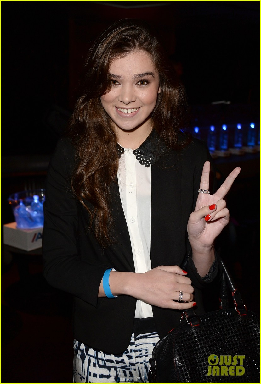 ashley greene hailee steinfeld bruno mars concert cuties 282918500