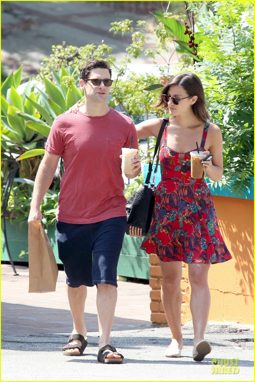 justin bartha lia smith iced coffee sharing couple 08