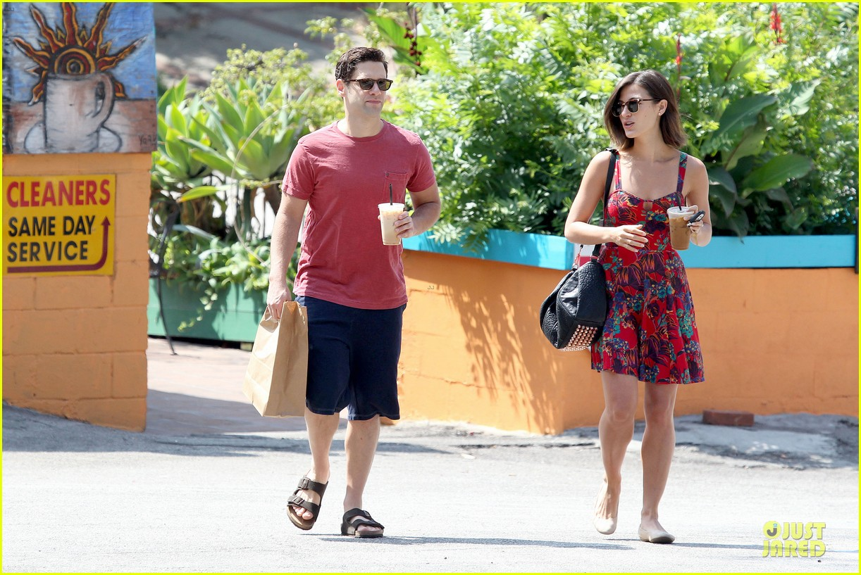 justin bartha lia smith iced coffee sharing couple 092905140