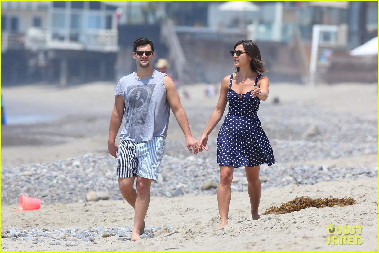 justin bartha strolls with lia smith meets up with jim toth 09