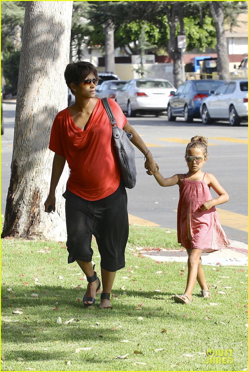 halle berry baby bump check up with nahla 14