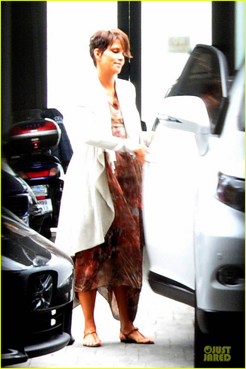 halle berry fig olive cravings after comic con 052914464