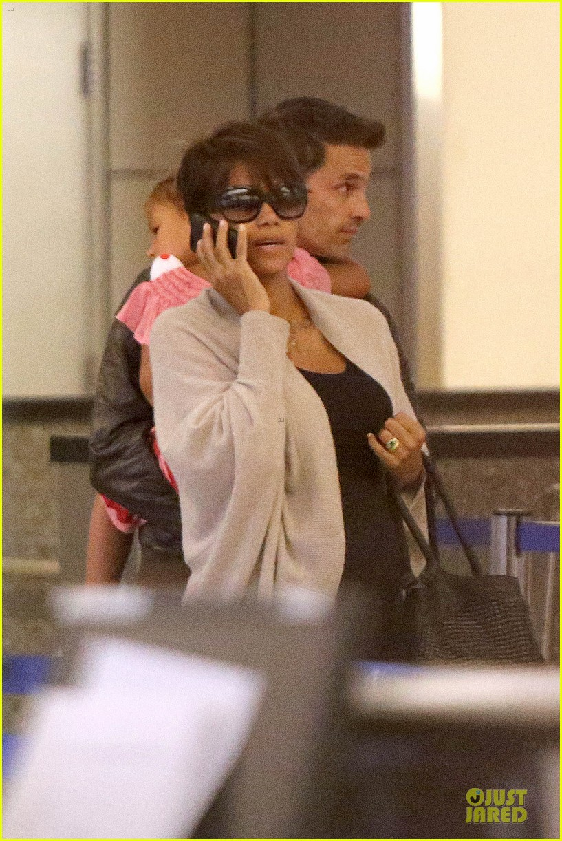 halle berry olivier martinez lax arrival after wedding 052910552