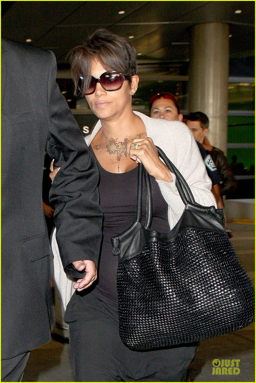 halle berry olivier martinez lax arrival after wedding 092910556