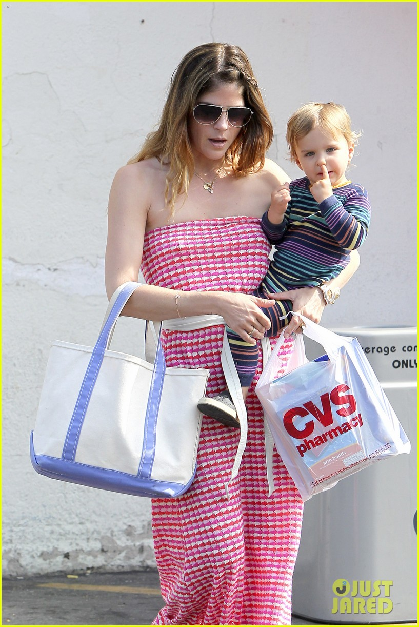 selma blair runs errands with nose picking arthur 06