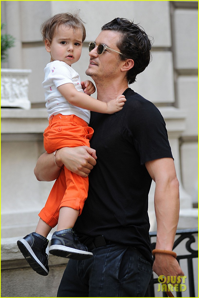 orlando bloom daddy day out with flynn 01